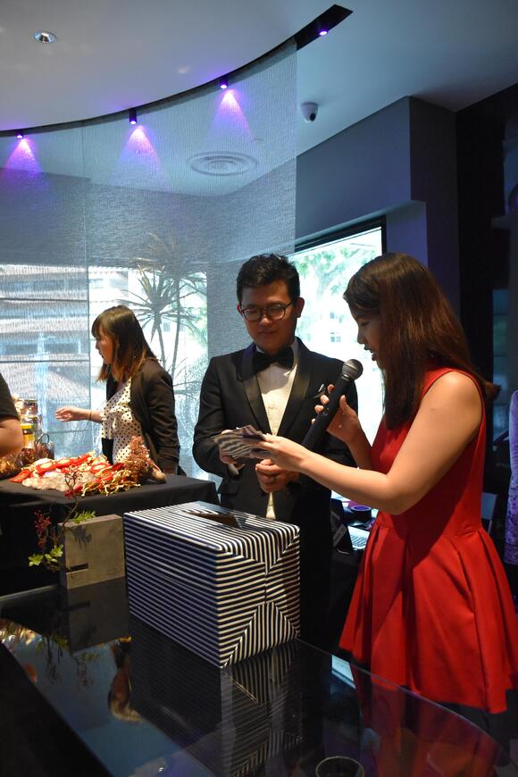 Master David Goh picking out lucky draw winners